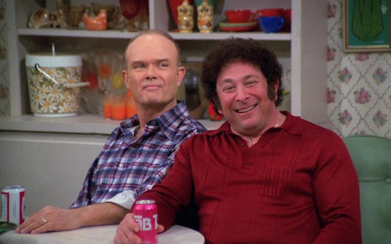 TAB Soda Drink Enjoyed by Don Stark as Bob Pinciotti in That '70s Show S05E19