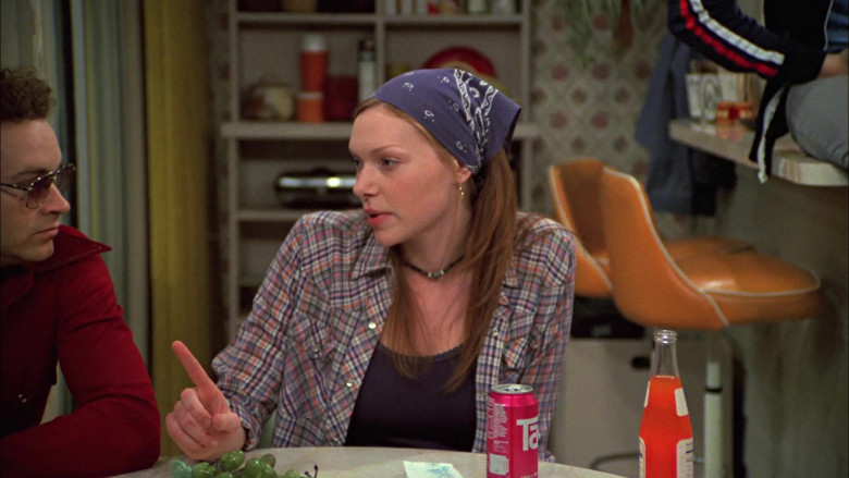 TAB Soda Drink of Laura Prepon as Donna in That '70s Show S05E21
