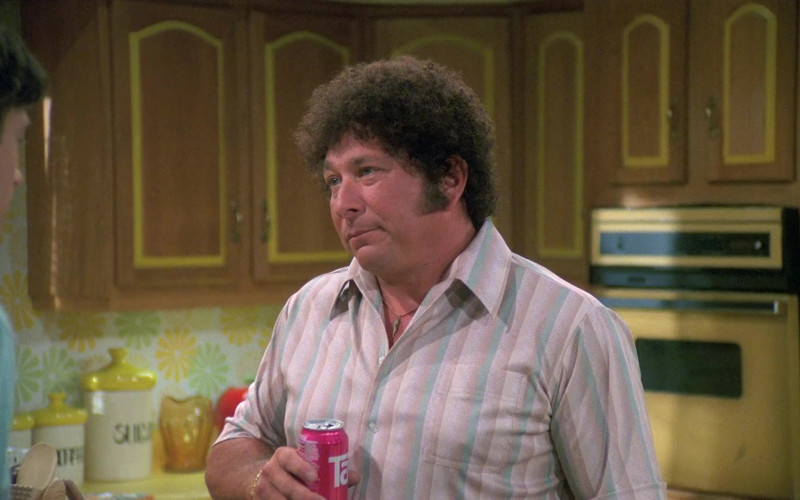 TAB Soda of Don Stark as Bob Pinciotti in That '70s Show S05E02