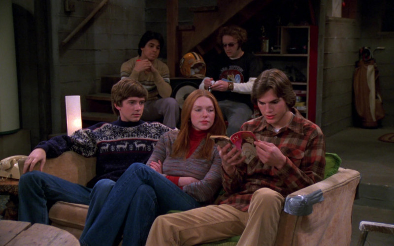 TV Guide Magazine Held by Ashton Kutcher as Michael Kelso in That '70s Show S02E18