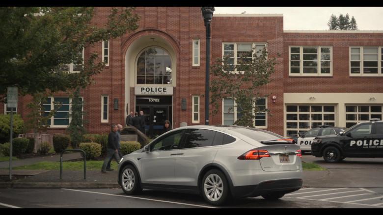 Tesla Model X Car in Trinkets S02E01 Netflix TV Show