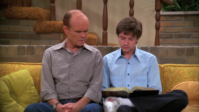 Topher Grace as Eric Wears Nike White Sneakers, Blue Shirt and Black Jeans Outfit in That '70s Show