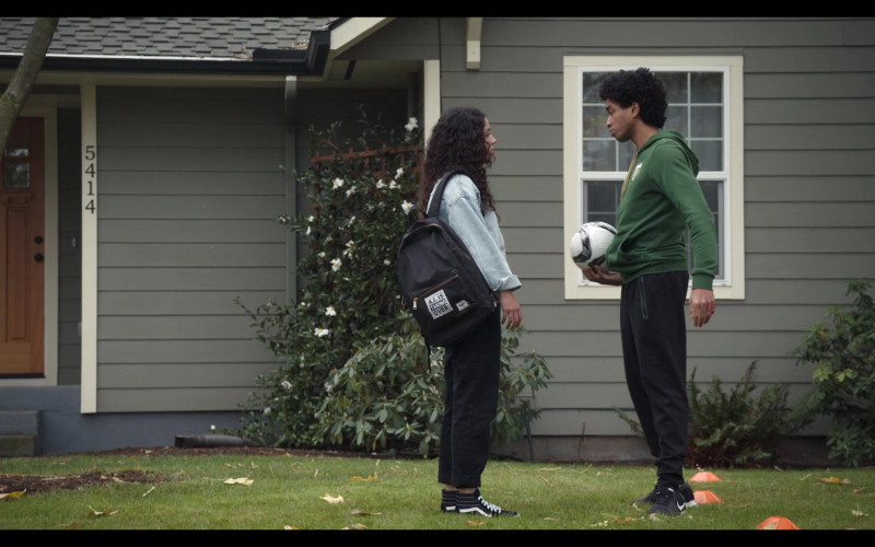 Vans Shoes and Herschel Backpack of Actress Kiana Madeira as Moe in Trinkets S02E05 TV Series