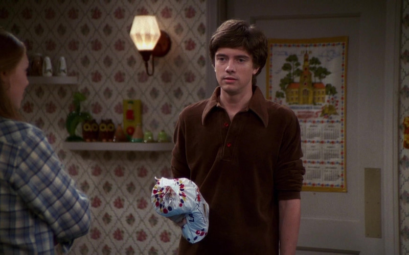 Wonder Bread Held by Topher Grace as Eric Forman in That '70s Show S04E07