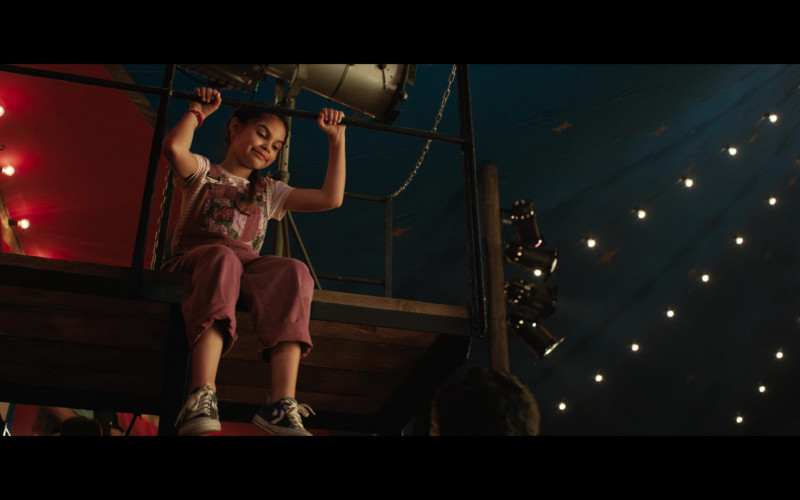 Young Actress Brooklynn Prince Wears Converse Shoes in The One and Only Ivan Movie (1)