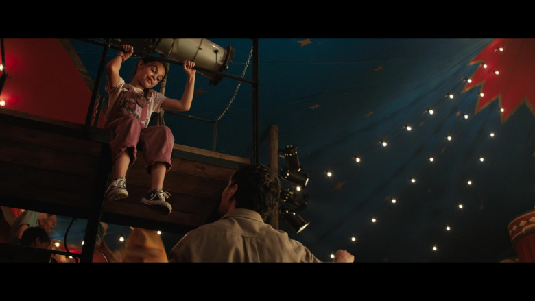 Young Actress Brooklynn Prince Wears Converse Shoes in The One and Only Ivan Movie (2)