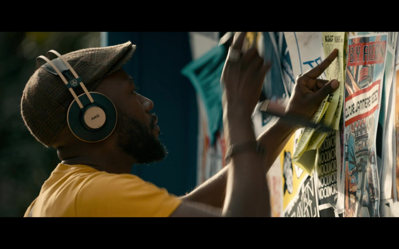 AKG Headphones of Lamorne Morris as Keef in Woke S01E01