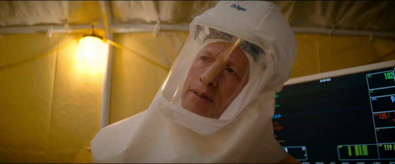 Actors Wear Dräger protection equipment in Utopia S01E04 TV Show (3)