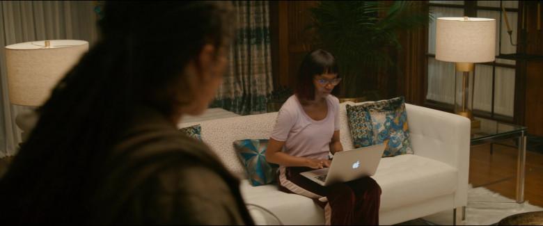 Apple MacBook Laptop of Ashleigh LaThrop as Becky Todd in Utopia S01E04