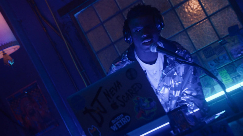 Apple MacBook Laptop of Brandon Gilpin as DJ Neva Scared in P-Valley S01E08
