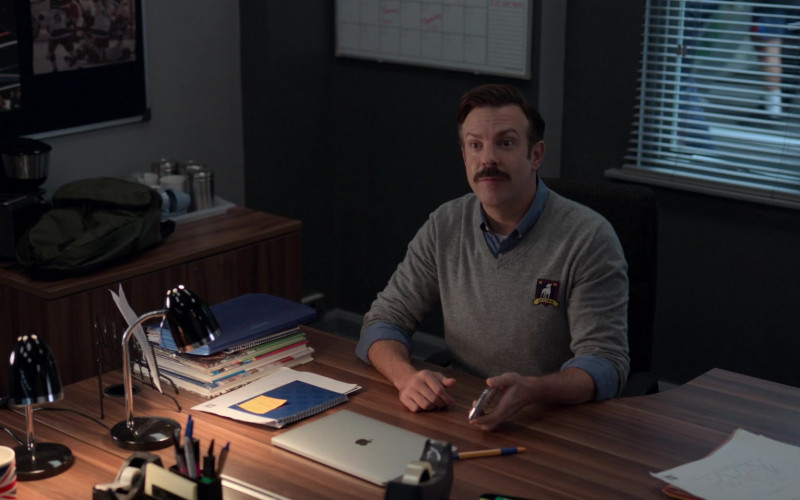 Apple MacBook Laptop of Jason Sudeikis in Ted Lasso S01E09