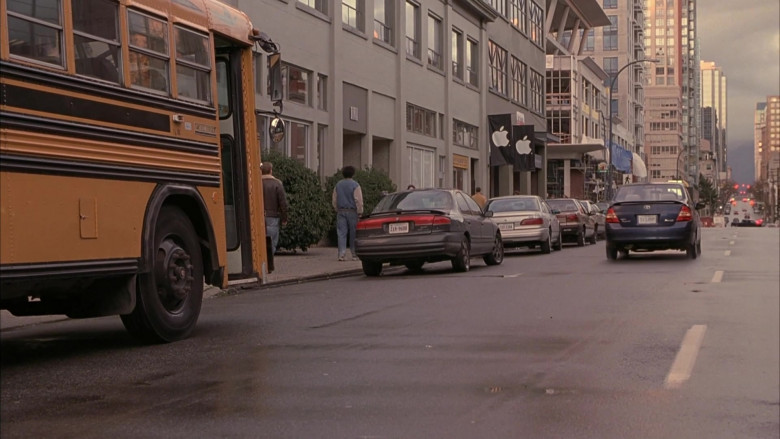 Apple Store in Scary Movie 3 (2003)