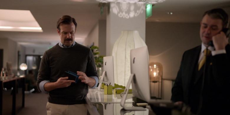 Apple iMac Computers in Ted Lasso S01E07