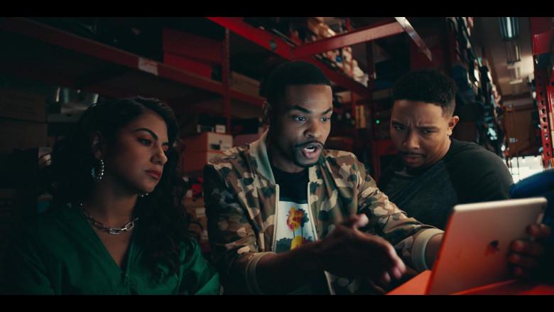 Apple iPad Tablet of Andrew Bachelor as Bobby in Sneakerheads S01E02 (2)