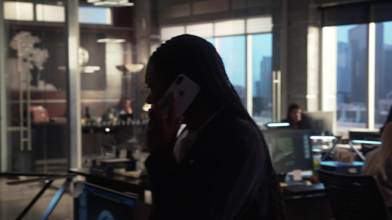 Apple iPhone Smartphone Used by Gabrielle Union as Sydney Burnett in L.A.'s Finest S02E10