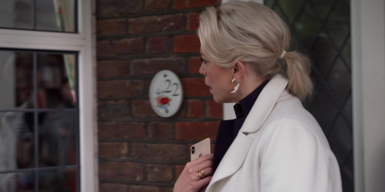 Apple iPhone Smartphone of Hannah Waddingham in Ted Lasso S01E09 All Apologies (2020)