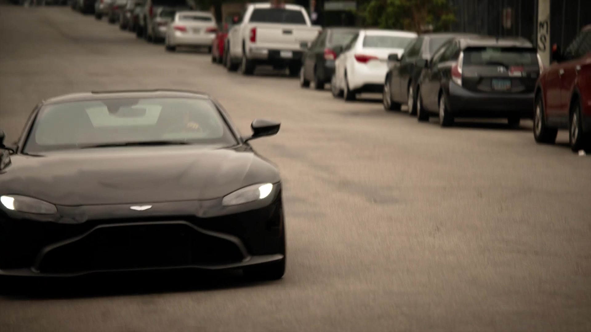 Aston Martin Vantage Sports Car In L A S Finest S02e07 March Or Die 2020