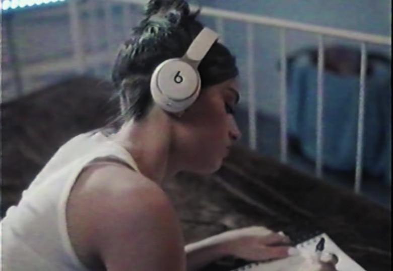 Beats White Headphones in Be Happy by Dixie D'Amelio