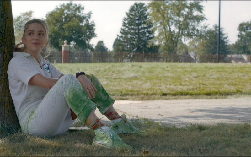 Converse White Shoes of Jessica Rothe as Samantha in Utopia S01E01