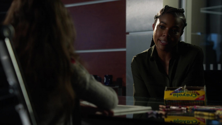 Crayola Crayons in L.A.'s Finest S02E08 (2)