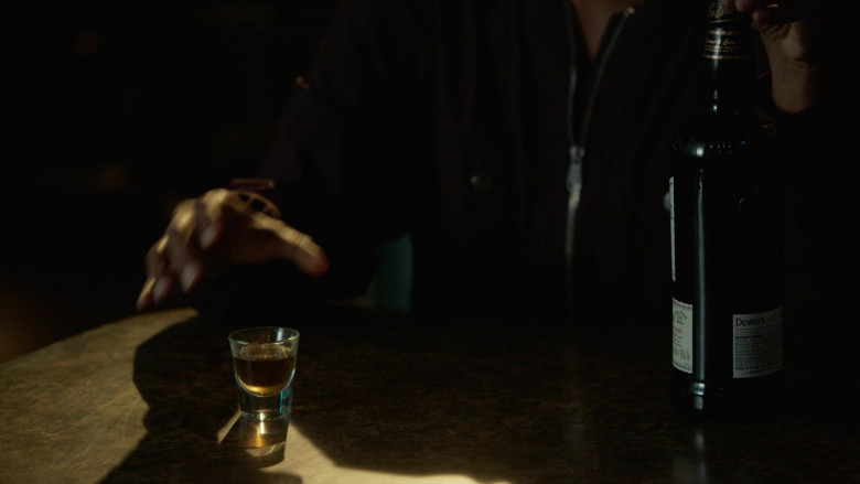 Dewar's Blended Scotch Whisky in L.A.'s Finest S02E04
