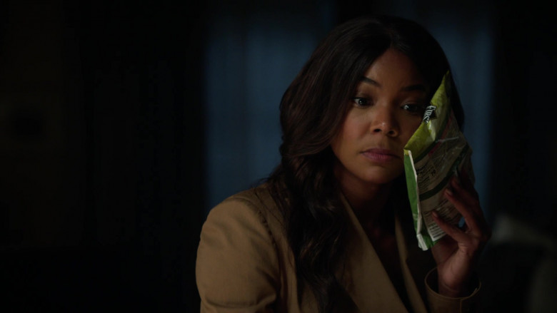 First Street Green Peas Used by Gabrielle Union as Syd in L.A.'s Finest S02E03 (2)