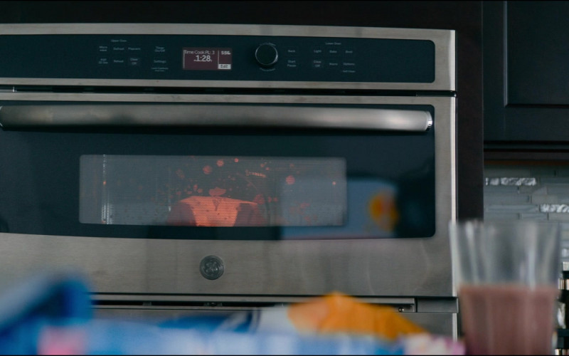 GE Oven in Utopia S01E07