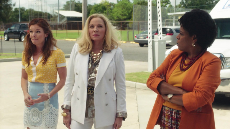 Gucci Belt Outfit of Kim Cattrall as Margaret Monreaux in Filthy Rich S01E02 TV Series (1)