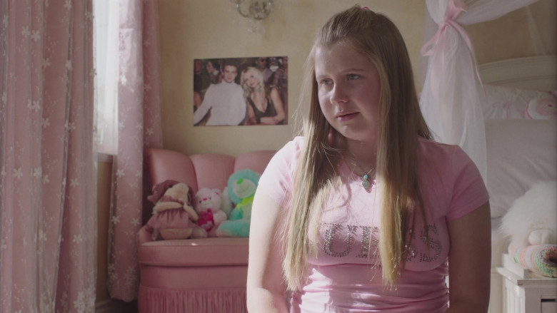 Guess Pink Tee Outfit of Ashlee Grubbs as Maura in PEN15 S02E05 TV Show