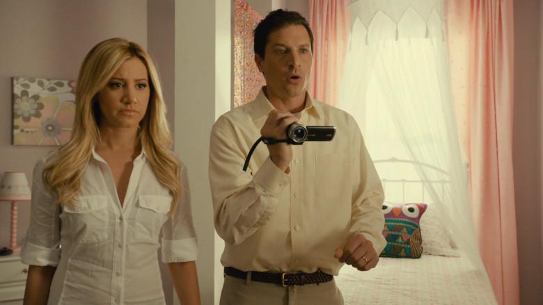 JVC Video Camera of Simon Rex as Dan Sanders in Scary Movie 5 (1)
