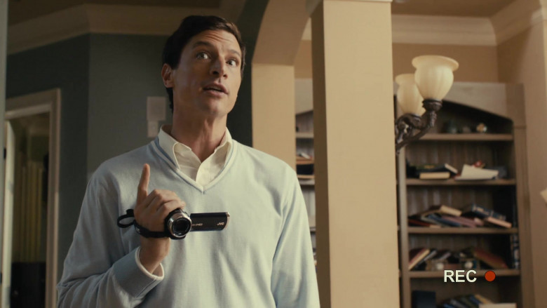 JVC Video Camera of Simon Rex as Dan Sanders in Scary Movie 5 (4)