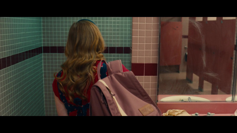 JanSport Backpack of Meg Smith as Hannah in Unpregnant (2020)