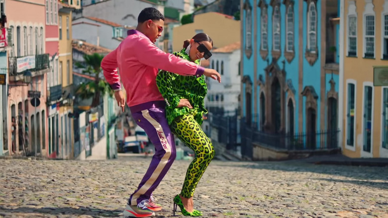 """Just Don Purple Pants Outfit of Myke Towers in """"Me Gusta"""" Music Video (1)"""