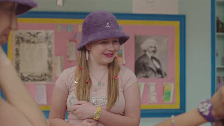 Kangol Hat and Guess T-Shirt Outfit of Ashlee Grubbs as Maura in PEN15 S02E04 (1)