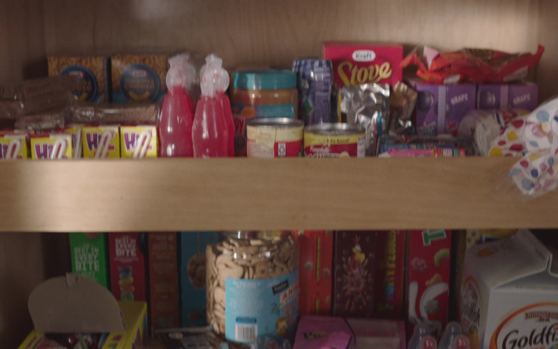 Kraft Stove Top, Hi-C Drinks, Wonder Bread, Pepperidge Farm Goldfish in PEN15 S02E04