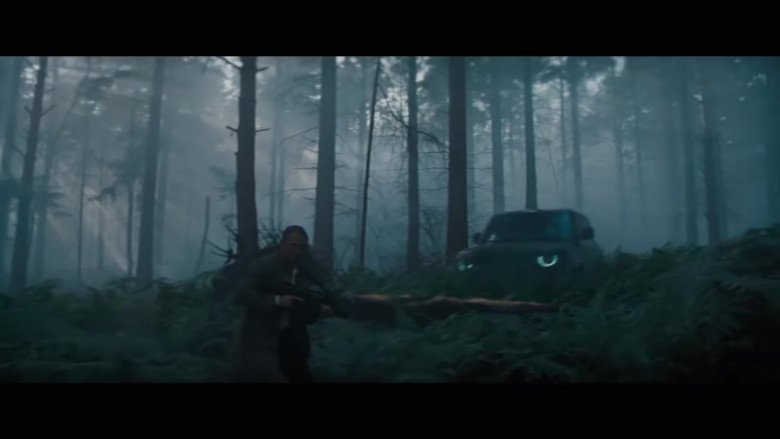 Land Rover Defender Cars in No Time to Die (2)