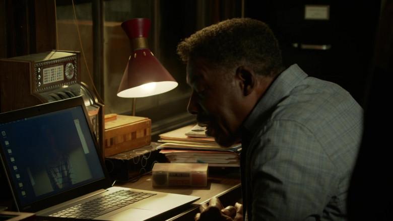 Lenovo Laptop of Ernie Hudson as Joseph Burnett in L.A.'s Finest S02E04 (1)