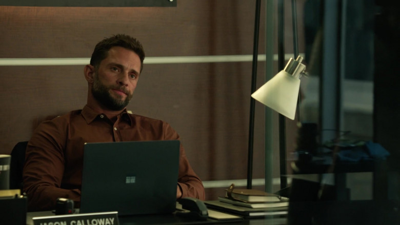 Microsoft Surface Laptop of David Fumero as Jason Calloway in L.A.'s Finest S02E02 (1)