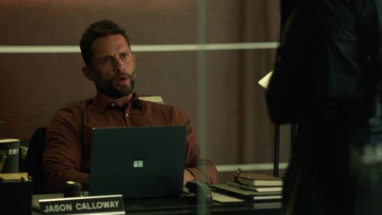 Microsoft Surface Laptop of David Fumero as Jason Calloway in L.A.'s Finest S02E02 (2)