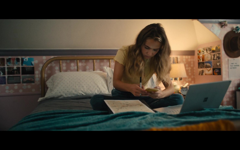 Microsoft Surface Laptop of Haley Lu Richardson as Veronica in Unpregnant (2020)