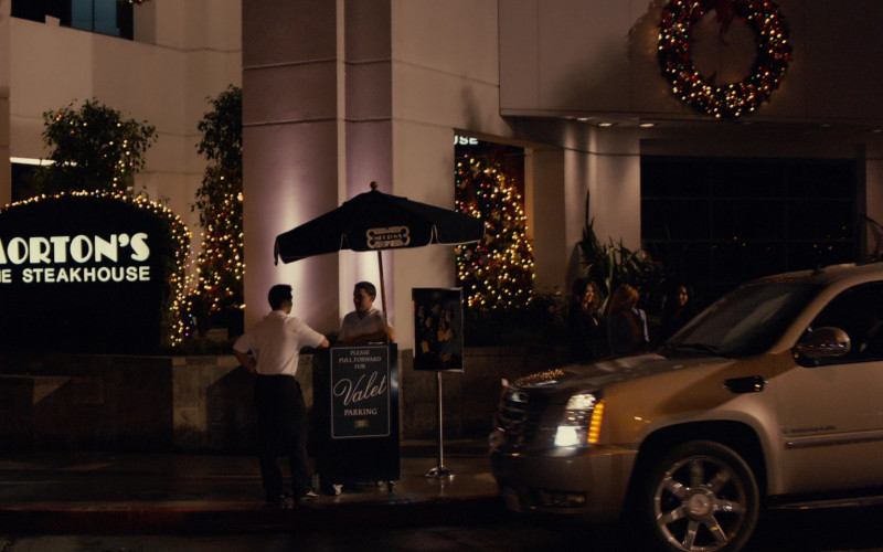 Morton's The Steakhouse Restaurant in Jack and Jill (2011)