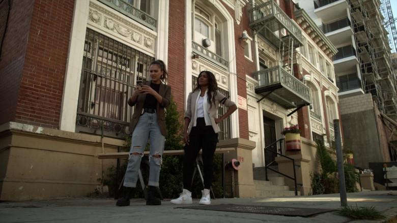 Nike Sneakers of Gabrielle Union as Sydney Burnett in L.A.'s Finest S02E03 (2)
