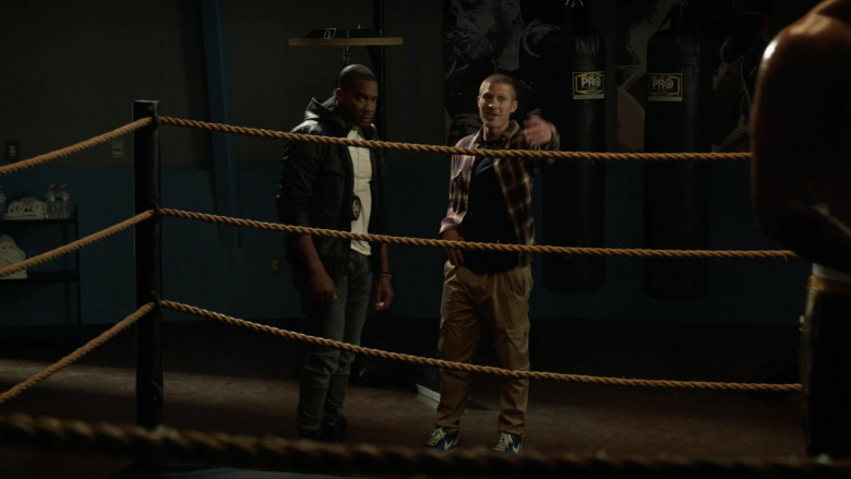 Nike Sneakers of Zach Gilford as Ben Walker in L.A.'s Finest S02E01 (2)