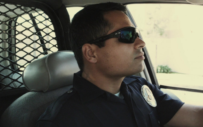 Oakley Sunglasses of Michael Peña as Miguel 'Mike' Zavala in End of Watch (3)