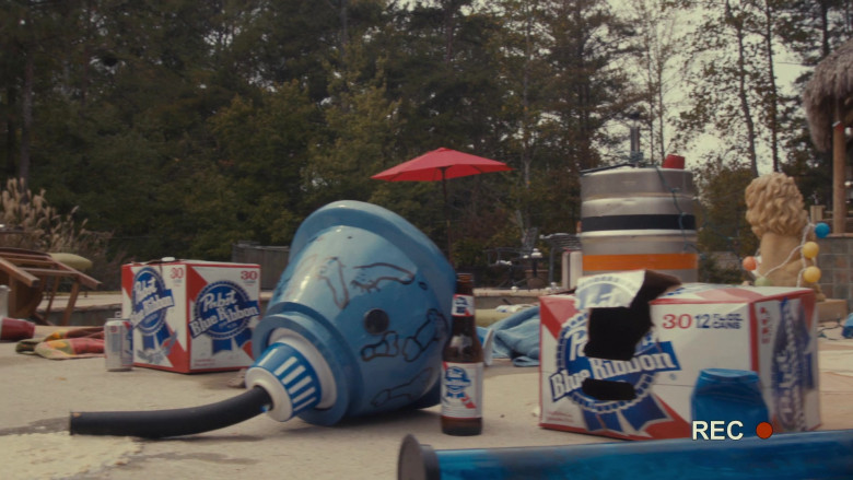 Pabst Blue Ribbon Beer in Scary Movie 5 (2)