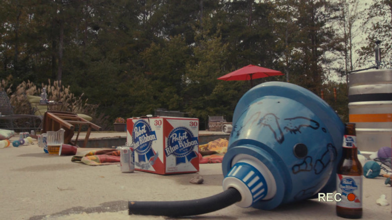 Pabst Blue Ribbon Beer in Scary Movie 5 (3)