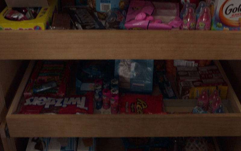 Pepperidge Farm Goldfish Crackers, Twizzlers, Reese's in PEN15 S02E04