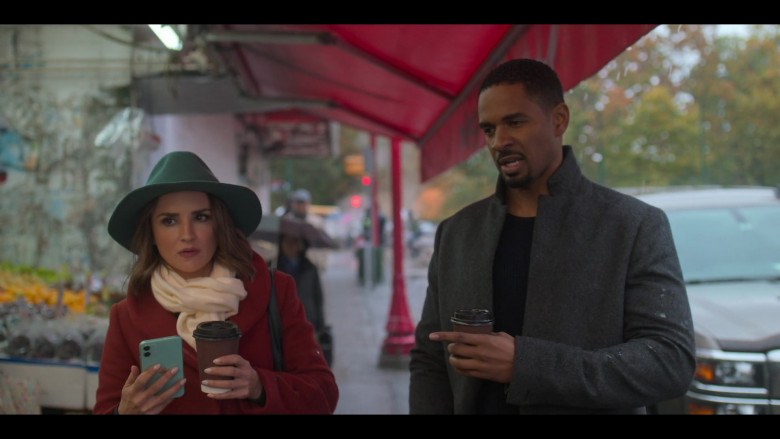 Rachael Leigh Cook Using Apple iPhone Green Smartphone in Love, Guaranteed (2020) Netflix Movie