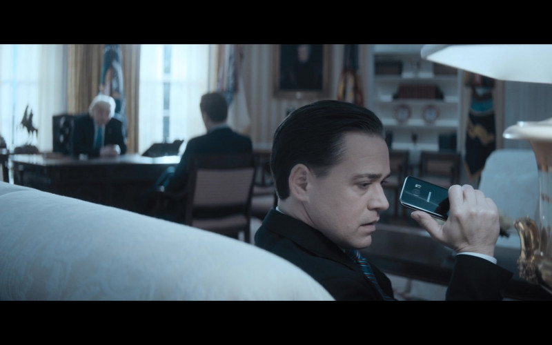 Samsung Galaxy Smartphone of T. R. Knight as Reince Priebus in The Comey Rule Night Two (2020)