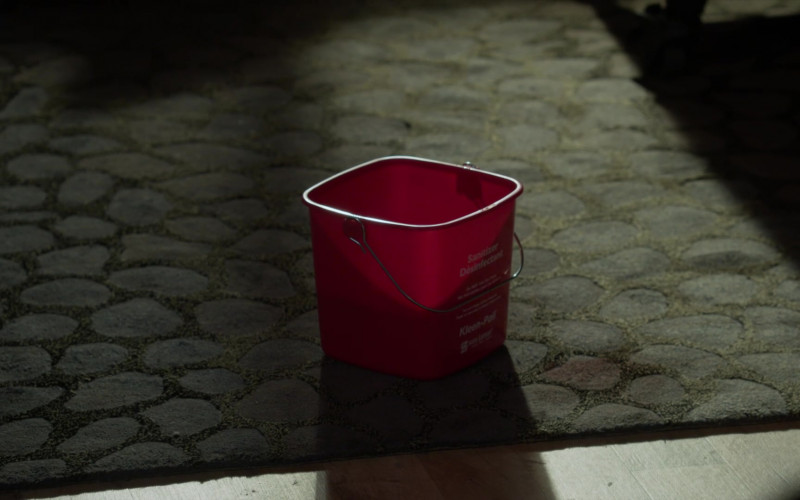 San Jamar Kleen-Pail Cleaning Bucket in L.A.'s Finest S02E06